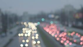Z ostrości, napędowi samochody w popołudniu Nagrywający w wysokiej prędkości zdjęcie wideo
