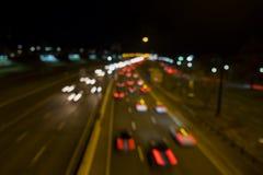 Z ostrości nocy miasta abstrakcjonistycznej ulicy długo ekspozycji zdjęcie stock