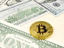 Złota bitcoin moneta na my dolary zamyka up Obrazy Stock