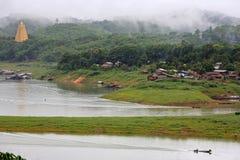 Złota Bodhgaya pagoda i Mon wioska w Sangkhlaburi, Tajlandia Obrazy Stock