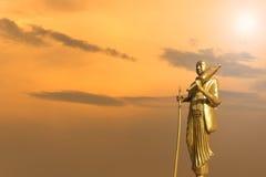 Złota Buddha statua na zmierzchu nieba tle Fotografia Royalty Free
