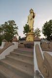 Złota Buddha statua w Wacie Phra Który Khao Noi, Nan prowincja, Obrazy Stock