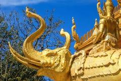 Złota elephent statua Zdjęcia Royalty Free