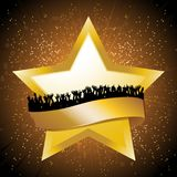 Złota gwiazda z sztandarem i wrony na gwiazdowym wybuchu Zdjęcia Royalty Free
