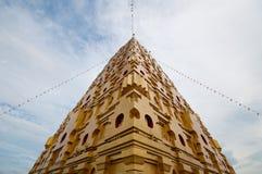 Złota pagoda, Phuttakhaya obraz stock