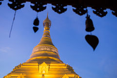 Złota pagoda przy Watem Phra Borommathat Obraz Stock