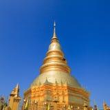 Złota pagoda przy Watem Phra Który Hariphunchai w Lamphun prowinci, Fotografia Stock