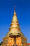 Złota pagoda przy Watem Phra Który Hariphunchai w Lamphun prowinci, Fotografia Royalty Free