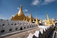 Złota pagoda w Sanda Muni Paya w Myanmar Zdjęcie Royalty Free