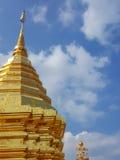 Złota pagoda Wat Phra Który Doi Suthep Chiang Mai, Tajlandia Obrazy Royalty Free