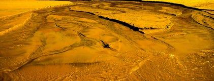 Złota Sandy woda Fotografia Royalty Free