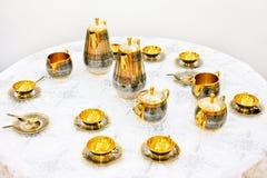złota ustalona herbata Zdjęcia Stock