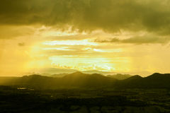 Złote chmury. Zdjęcie Stock