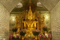 Złoty Buddha w Sanda Muni Paya, Myanmar Zdjęcie Royalty Free