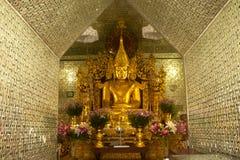 Złoty Buddha w Sanda Muni Paya, Myanmar Obrazy Royalty Free