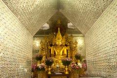 Złoty Buddha w Sanda Muni Paya, Myanmar Obraz Royalty Free