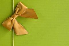Złoty faborek na zielonym tle Zdjęcia Royalty Free