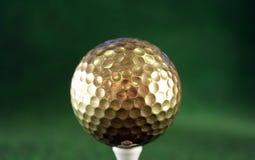 złoty golfball Obrazy Stock