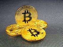 Złoty i srebny bitcoin na abstrakcjonistycznym tle Bitcoin cryptocurrency Fotografia Royalty Free