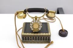 Złoty klasyczny telefon fotografia royalty free