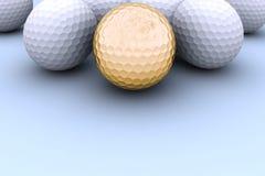 złoty kulowego w golfa Obraz Royalty Free