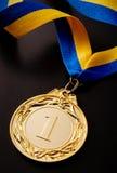Złoty medal na ciemnym tle Zdjęcie Stock