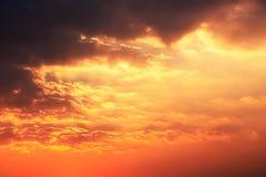 Złoty moment zmierzch chmury i niebo Fotografia Stock