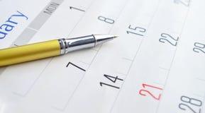 Złoty pióro na kalendarzu Zdjęcie Royalty Free