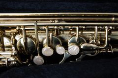 Złoty saksofon w swój skrzynce Obraz Royalty Free