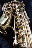 Złoty saksofon w swój skrzynce Zdjęcia Stock