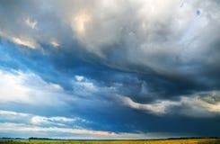 Złowieszczy burzy niebo Zdjęcia Stock