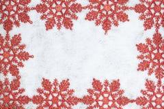 Z płatek śniegu bożenarodzeniowa dekoracyjna rama. Zdjęcie Stock
