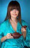 Z piękną młodą kobietą herbaciana ceremonia zdjęcie stock