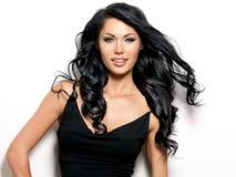 Z pięknem długie włosy uśmiechnięta kobieta Fotografia Stock