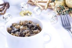 Z pieczarkami tradycyjny polerujący sauerkraut Fotografia Royalty Free
