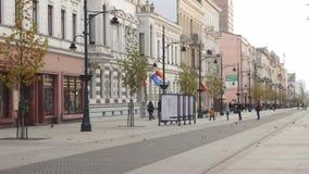 Z Piotrkowska ulicy w Łódzkim, Polska 4k zbiory wideo