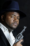 Z pistoletem Amerykanin afrykańskiego pochodzenia mężczyzna zdjęcie royalty free