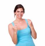 Z podnieceniem ładna kobieta gestykuluje wygranego świętowanie Fotografia Stock