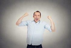 Z podnieceniem, energiczny, szczęśliwy, krzyczący uczeń, biznesowego mężczyzna wygranie obrazy royalty free