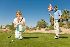 Z podnieceniem kobieta Na kiju golfowy Fotografia Royalty Free