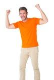 Z podnieceniem mężczyzna w pomarańczowym dopingu Zdjęcia Stock