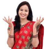 Z podnieceniem młoda tradycyjna Indiańska kobieta Obraz Royalty Free