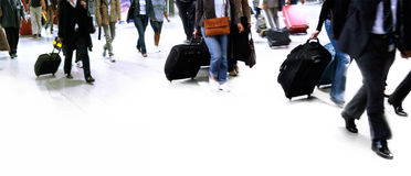 Z podróży torbą grupa ludzi wielki odprowadzenie. Fotografia Stock