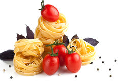 Z pomidorami surowy makaron Obraz Royalty Free