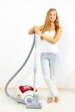 Z próżniowym cleaner atrakcyjna dziewczyna Zdjęcia Royalty Free