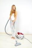Z próżniowym cleaner atrakcyjna dziewczyna Fotografia Royalty Free