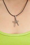 Z przecinającą kolią chrześcijańska kobieta Zdjęcie Stock