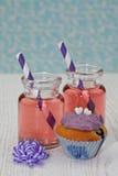 Z różową lemoniadą dwa słoju Zdjęcie Stock