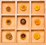 Z słomianymi kwiatami cienia pudełko Fotografia Royalty Free