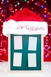 Z Santa kapeluszem zawiadomienie bożenarodzeniowa deska Fotografia Royalty Free